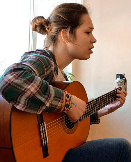 урок гитары в студии